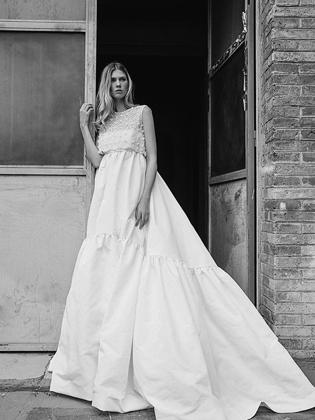7c7010b072 Los mejores tejidos se entrelazan con bordados hechos cuidadosamente a mano  y los patrones toman forma sofisticada al estilo de cada novia