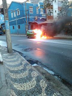 Carro pegou fogo na Mariquita