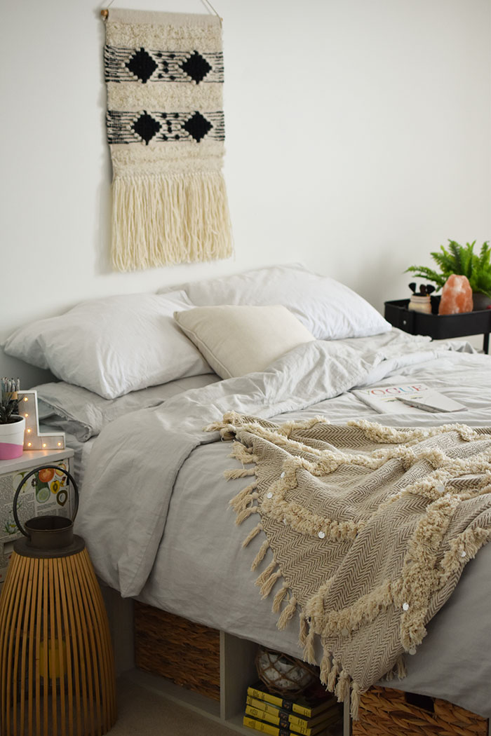 Woman In Real Life Teen Girl Boho Neutral Bedroom Ideas With A Platform Bed