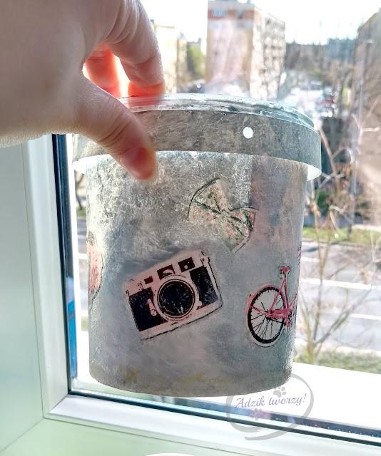 ozdobne doniczki decoupage z plastikowych pojemników