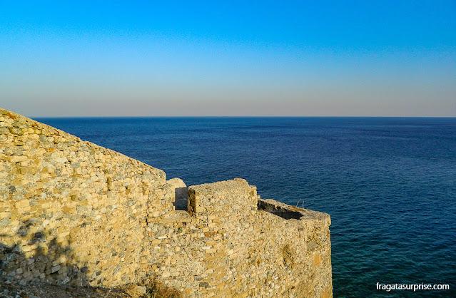 Muralhas de Monemvasia, vila medieval no Sul do Peloponeso, Grécia