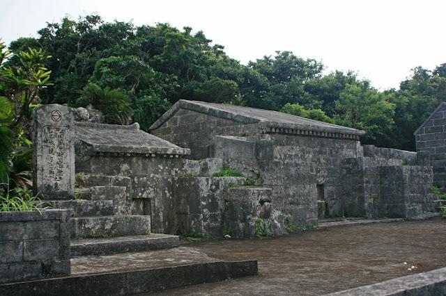 南風原按司守忠と花城親方の墓の写真