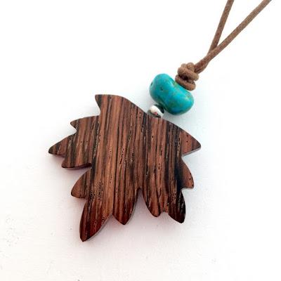 Colgante de madera hecho a mano