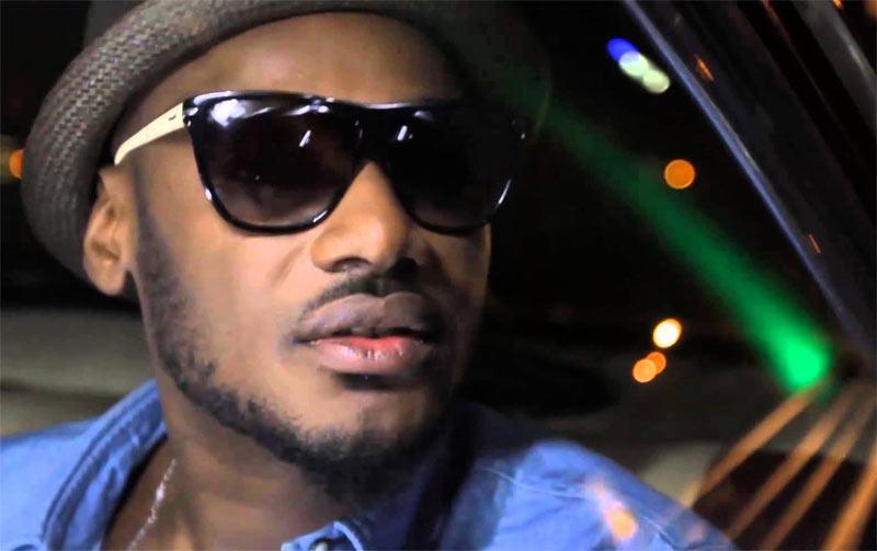 Video: 2face Idibia floors himself to greet Ooni of Ife