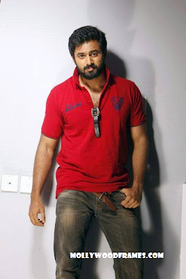 Unni Mukundan escapes accident