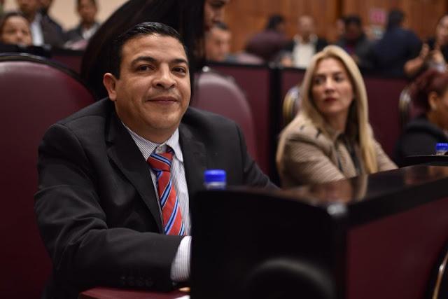 Integración de comisiones, basadas en los perfiles profesionales: Gómez Cazarín