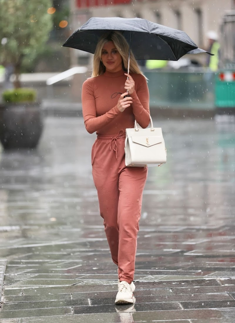 Ashley Roberts Spotted At  Global Studios in London 2 Oct-2020