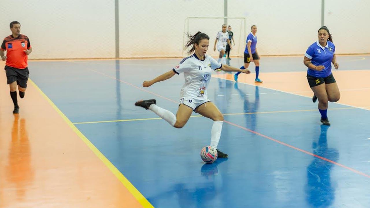 Futsal feminino de Botucatu joga amanhã contra Itaí
