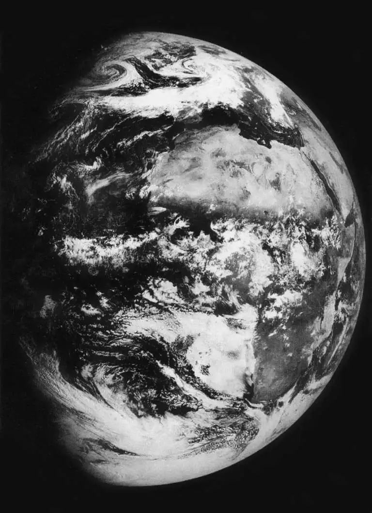 Photograph of the Earth taken by Zond-5 from a distance of 90,000 kilometers