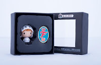 White Knight Freddy Pint Size Hero & Commemorative Pin Set Foto 2