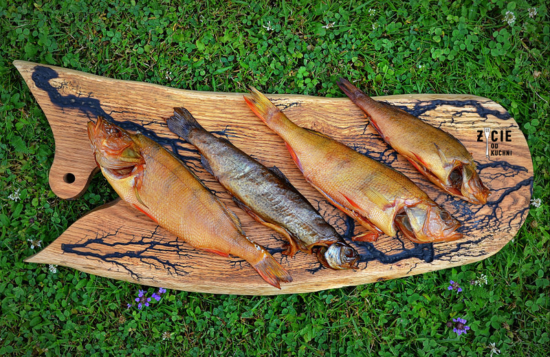 wedzone ryby, karp wedzony, jak wedzic karpia, wedzenie pstraga, wedzenie karpia, wedzenie makreli, domowe wedzenie, jak wedzic ryby, sposoby wedzenia ryb, nasalanie wedzonych ryb, solenie na sucho, solenie na mokro, blog kulinarny, zycie od kuchni, blog zycie od kuchni