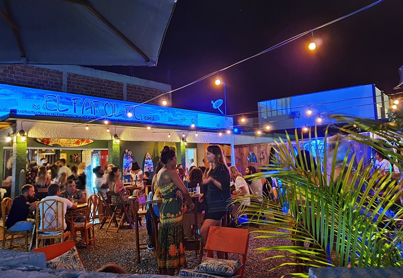Noite em Arraial do Cabo: melhores bares e baladas