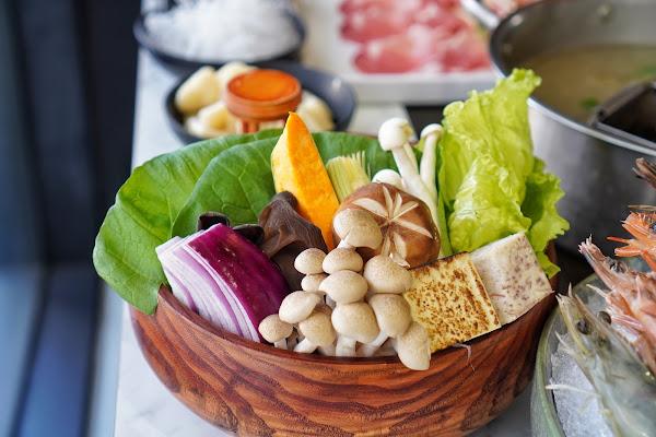 台南東區美食【花花世界鍋物】餐點介紹-菜盤
