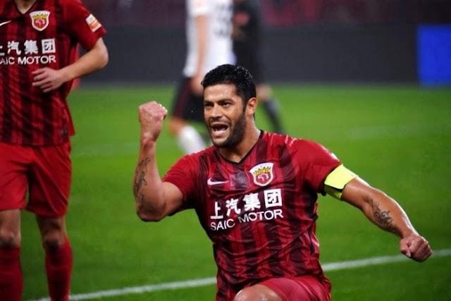 Hulk estuda treinar no Palmeiras enquanto não volta para a China