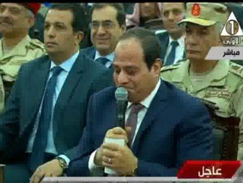 بالفيديو..الرئيس السيسي يحاول أن يتمالك دموعه بصعوبة بعد هتاف بنحبك ياريس