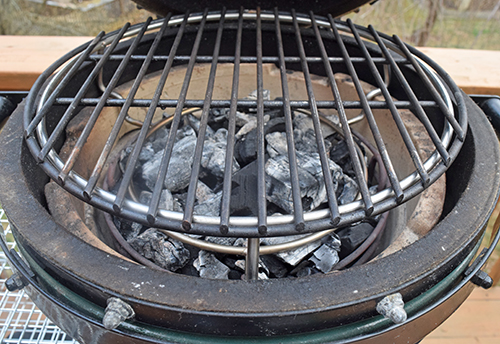 The Woo rig can be used as a grate grid lifter on a ceramic kamado grill like the Kamado Joe or Primo.