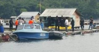 operasi penggerebekan berlangsung di tempat persembunyiannya di sebuah rumah apung pemancingan ikan jalan Ubrug Cibinong Jatiluhur Purwakarta Jawa Barat