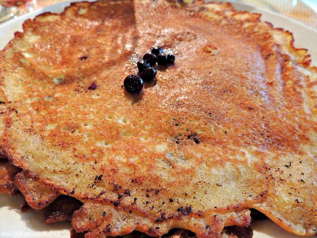 Pancakes de Arándanos en una de las Cafeterías más Populares de Bar Harbor