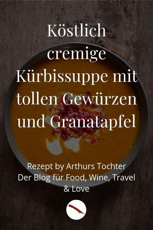 Köstlich-cremige Kürbissuppe aus Hokkaido-Kürbis mit wärmenden Gewürzen und orientalischem Touch. Als Topping gibt es Granatapfelkerne, in Nussbutter aufgeschäumte Kürbis-Würfelchen und einen Klacks Crème Fraîche {auf Wunsch auch ganz einfach als vegane Variante möglich} #kürbis #suppe #hokkaido #rezept #einfach #vegan #vegetarisch #thermomix #tm31 #tm5 #kochen #ingwer #kokosmilch #orientalisch #kokosmilch #granatapfel #foodblogger #foodstyling #foodphotography #arthurs_tochter #nussbutter #zimt