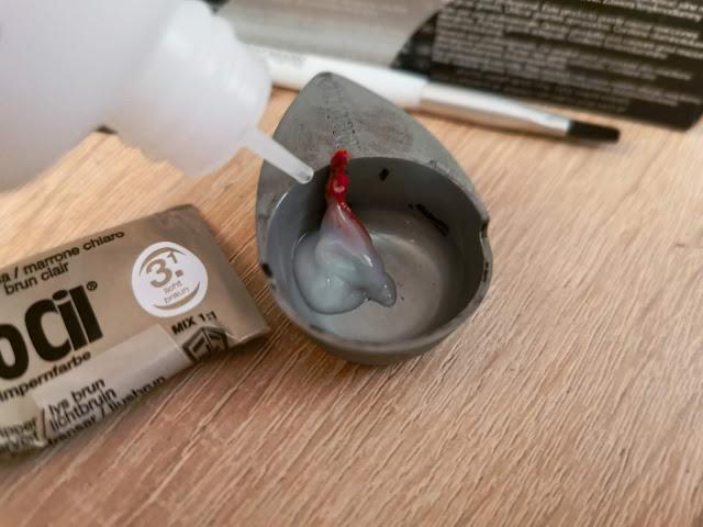 2 cm farby RefectoCil miešame s približne rovnakým množstvom peroxidu