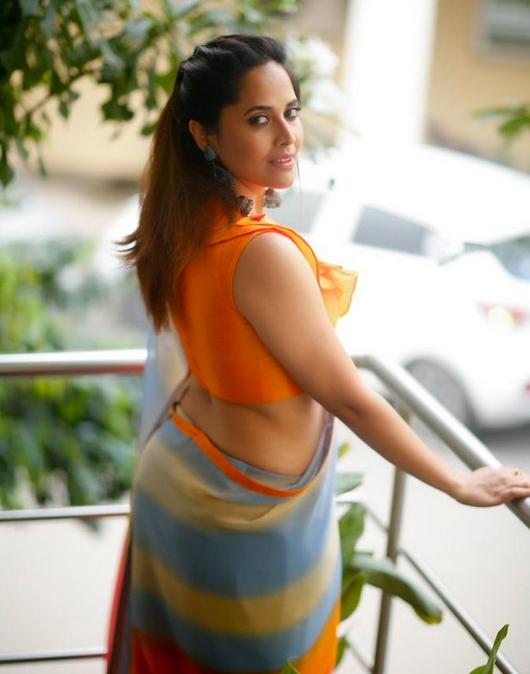 Glamorous Actress Anasuya Latest HD Pics in Saree