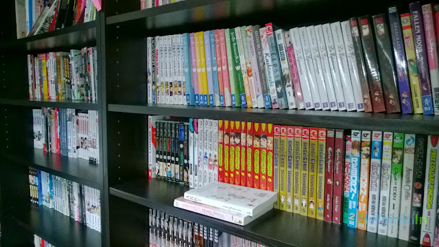 hundreds of comic books at Manga Café Helsinki