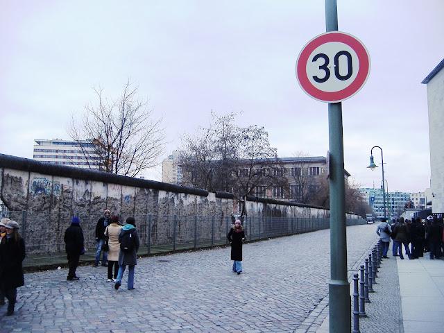 ベルリンの壁、ベルリン、2月