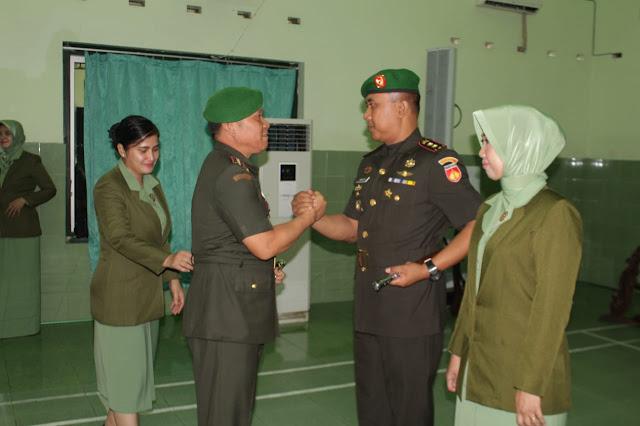 Letkol Inf Eko Setyawan SerahkanTongkat Komando Ke Letkol Minarso Di Hadapan Danrem 074