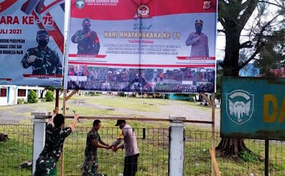 Sambut HUT Bhayangkara ke 75, Koramil Jajaran Kodim 0101/Aceh Besar Pasang Spanduk