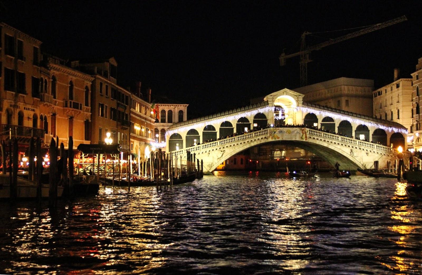 Percorrer o GRANDE CANAL DE VENEZA em Vaporetto e conhecer a cidade | Itália