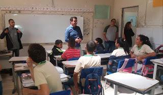 Prefeito Olivânio Remígio visita Escola Macário Zulmiro e promove bate-papo com alunos
