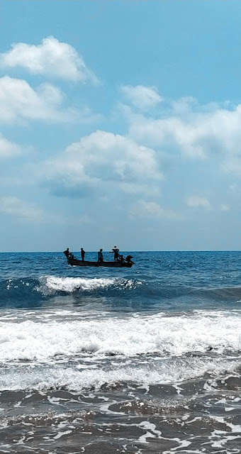 Pondicherry-travel-weekend-getaway-style prism-blog-street photography-ocean-boat-waves-beach