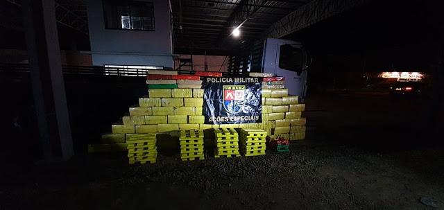 Após abordagem Baep apreende mais de 2 toneladas de maconha e recupera caminhão furtado