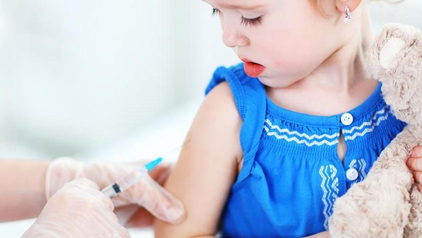 Uma em cada 39 crianças vacinadas sofre efeitos adversos  graves
