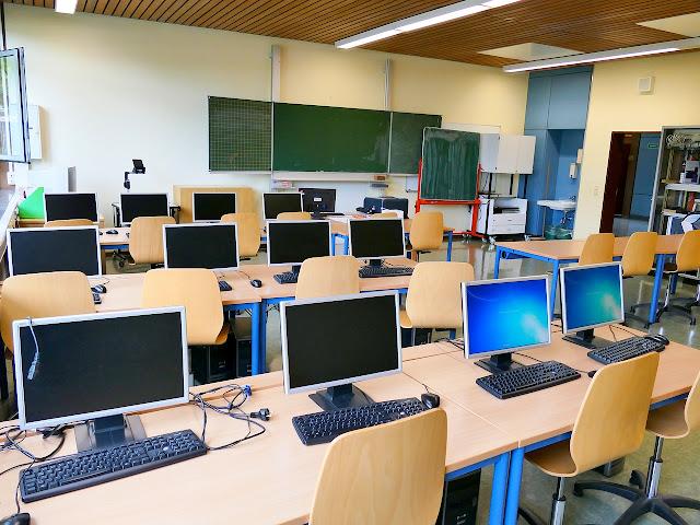 Estudantes insatisfeitos com utilização da internet em universidade estrangeira