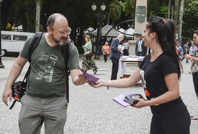 Curitiba; Data é marcada por ações de combate ao racismo na Rua XV de novembro