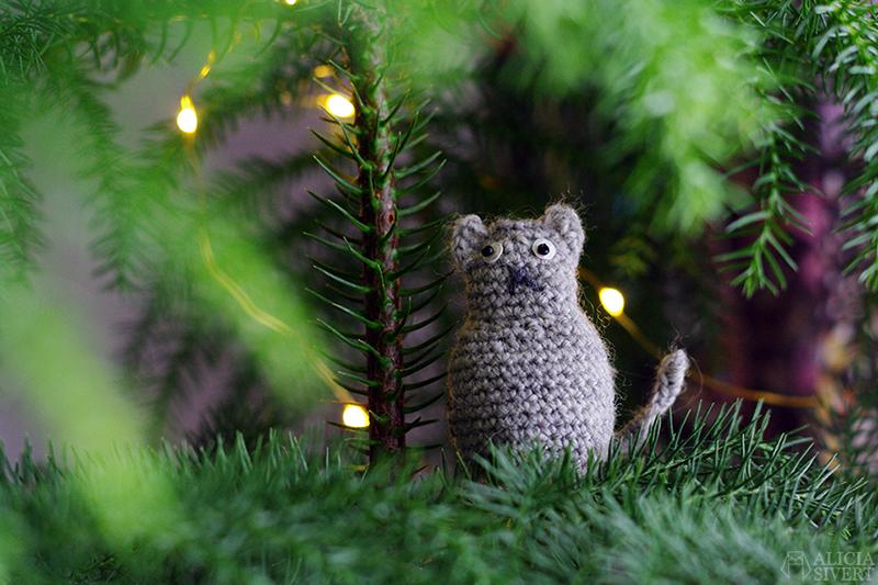 aliciasivert alicia sivert sivertsson skapa skapande kreativitet hantverk handgjort virka virkad virkat virkade vifsla vifslor vifslan katt katter grå jul julgran hänge hängen