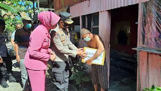 Ke Pulau Saugi, Kapolres Pangkep Bawa Paket Bantuan Untuk Warga