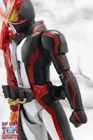 S.H. Figuarts Kamen Rider Saber Brave Dragon 09