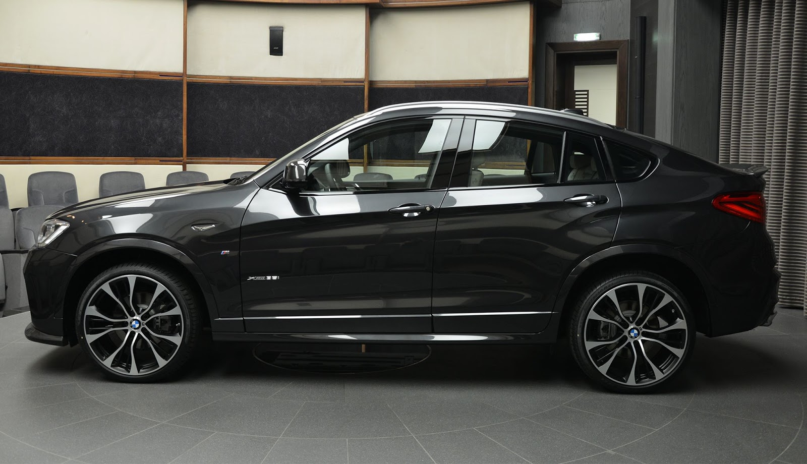bmw x4 looks the goods with m performance and 3d design parts carscoops. Black Bedroom Furniture Sets. Home Design Ideas
