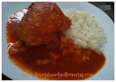 Pollo en salsa de chile rojo y tomate
