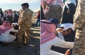 خليل الرمثي يبكي بحرقة بعد الانتهاء من دفن زميلة الراحل علي الغرير