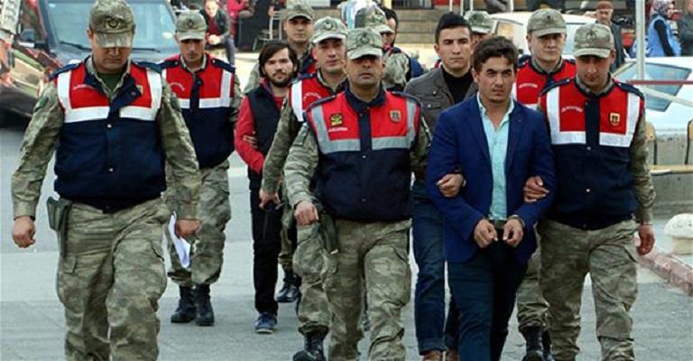 Στη φυλακή βάζει άλλους 304 στρατιωτικούς ο Ερντογάν