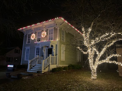 Professional Christmas light installer Ann Arbor