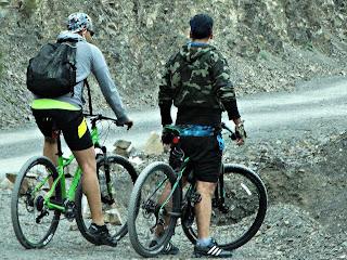 Ciclistas em Villavicencio 2 - Observando a Paisagem