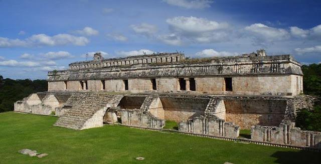 Las zonas arqueológicas de Yucatán son centros de gran importancia cultural que hacen referencia a los mayas. Sus sobresalientes edificaciones prehispánicas demuestran el avance en las técnicas constructivas y sus habilidades para crear esculturas decorativas.