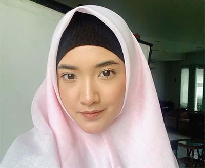 Nadya Arina Berhijab