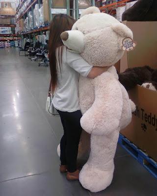 poses tumblr abrazando oso de peluche