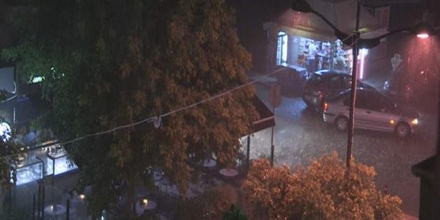 Νυχτερινό «χτύπημα» του Αντίνοου σε Φθιώτιδα, Κόρινθο, Σκόπελο: Πολίτες εγκλωβίστηκαν σε σπίτια και αυτοκίνητα