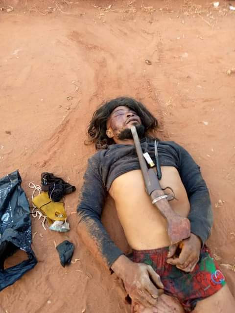 """""""Armed Robber Wearing A Shot By Vigilantes In Edo state"""""""